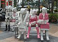 2016 Singapur, Downtown Core, Rzeźby na placu Fullertona (01).jpg