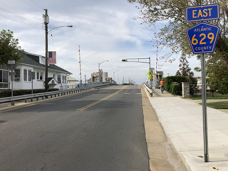2018-10-04 15 35 47 View east along Atlantic County Route 629 (Dorset Avenue) at Winchester Avenue in Ventnor City, Atlantic County, New Jersey