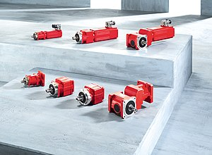 Servomotor - Industrial servomotors and gearboxes, with standardised flange mountings for interchangeability