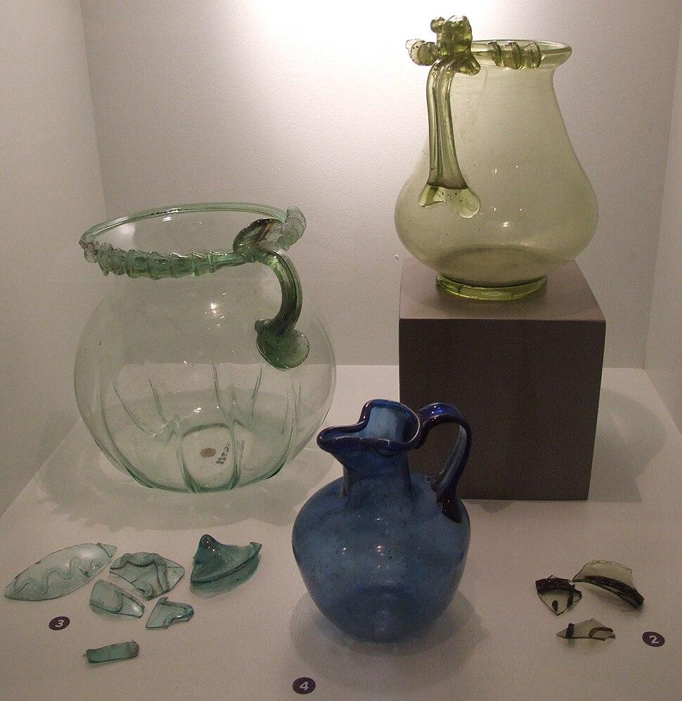 3 Krüge aus Pompeii und Glasfragmente aus Bliedbruck