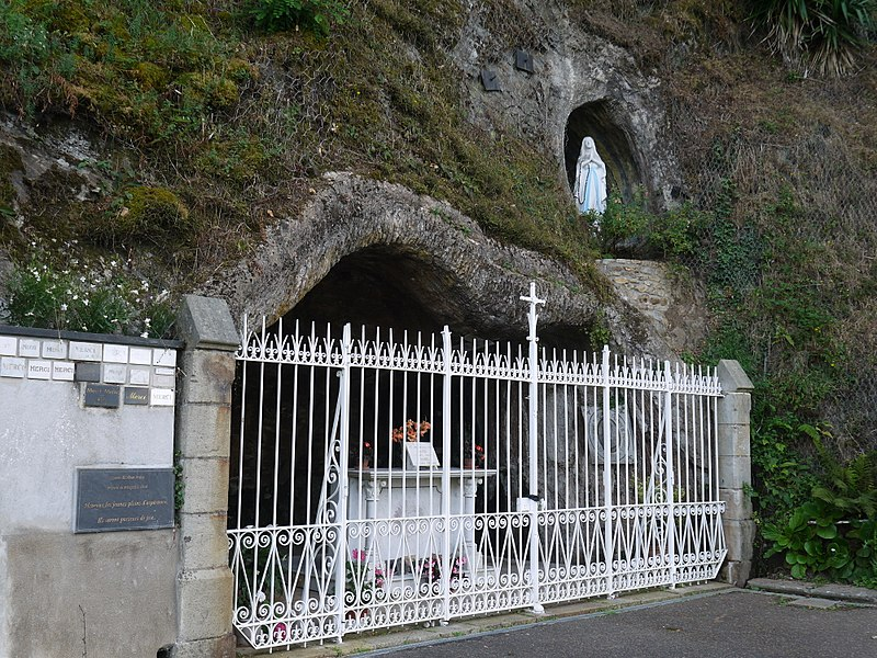 La grotte de Lourdes.