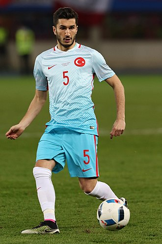 Nuri Şahin - Şahin playing a pass for Turkey in a friendly game against Austria in 2016.