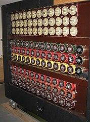 A Turing féle elektromechanikus kódfejtőgép