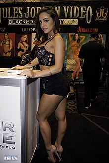Abigail Mac at AVN Adult Entertainment Expo (25664397665).jpg
