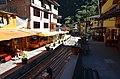 Aguas Calientes - restaurace kolem železnice - panoramio.jpg
