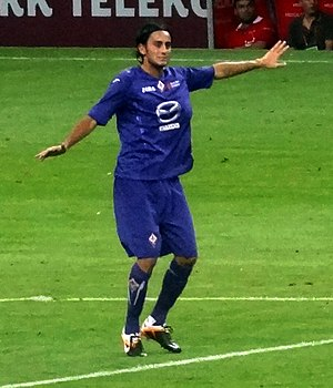 Alberto Aquilani - Aquilani playing for Fiorentina.