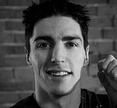 Alexandre Burrows (4369275067) (cropped1).jpg