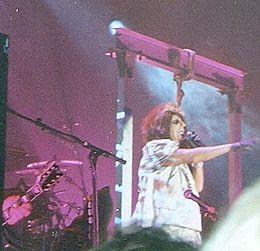 Alice Cooper sul patibolo durante il suo concerto di Milano nel novembre 2010