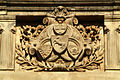 Alters- und Invaliditäts-Versicherung Hannover Maschstraße 25 Wappen über dem Eingangsportal.jpg