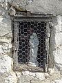 Ambleville (95), hameau du Vaumion, Vierge dans une niche dans le mur d'une maison.JPG