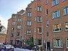 foto van Bouwblok van 135 etagewoningen, blok C voor de Algemene Woningbouw Vereniging