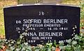 Anna und Prof. Dr. Siegfried Berliner 1884-1861 Grabmal Jüdischer Friedhof An der Strangriede Hannover.jpg
