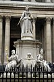 Anne of Great Britain statue, St Paul's in spring 2013.JPG