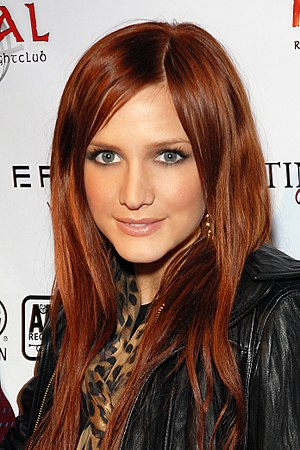 Ashlee Simpson - Simpson at a Grammy party in 2008.