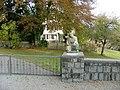 Auf der Friedhofsmauer - panoramio.jpg