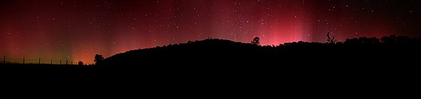 Aurora australis appearing in the night sky of Swifts Creek, 100 km (62 mi) north of Lakes Entrance, Victoria, Australia Aurora australis panorama.jpg