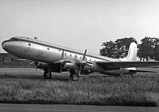 Avro Tudor 640px-Avro_689_Tudor_5_G-AKBZ_Stansted_12.09.53_edited-2