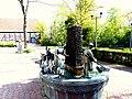 Bad Sassendorf – Bronze-Skulpturen - Karl-Volke-Platz - Bonifatius-Brunnen - panoramio - Edgar El.jpg