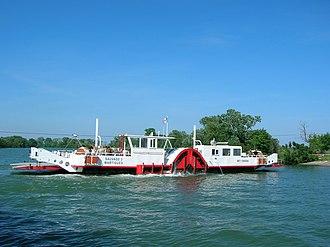 Bac du Sauvage - The Bac du Sauvage Ferry underway