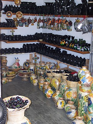 Barro negro pottery - Store in San Bartolo Coyotepec with Barro Negro pottery