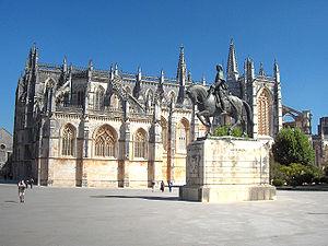 Batalha Monastery - Lateral view of the monastery and statue of Nuno Álvares Pereira.