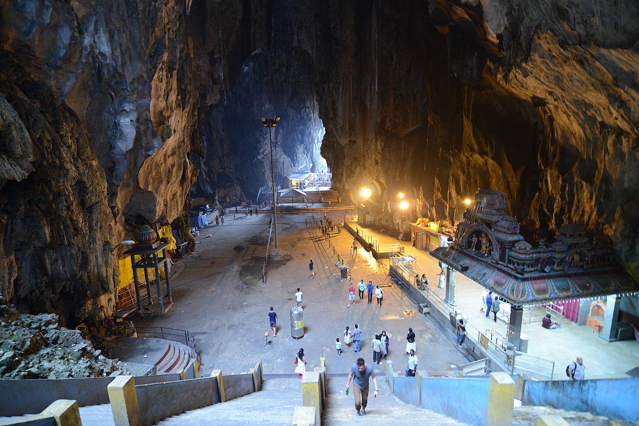 Batu Caves (18791500420).jpg