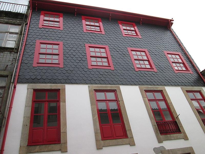 File:Beautiful building in porto.jpg