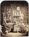 Beeldhouwer E.F. Georges werkend aan een doopvont voor de Vituskerk in Hilversum.jpg