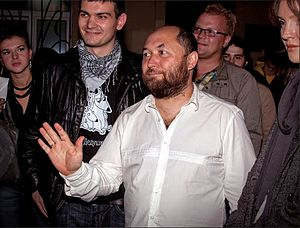 Timur Bekmambetov - Bekmambetov meeting visitors on premiere of film «9», May 2009, Saint-Petersburg, Russia
