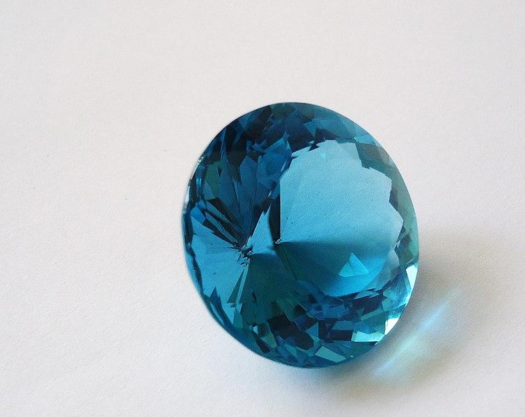 754px-Blue_topaz_-_a.JPG