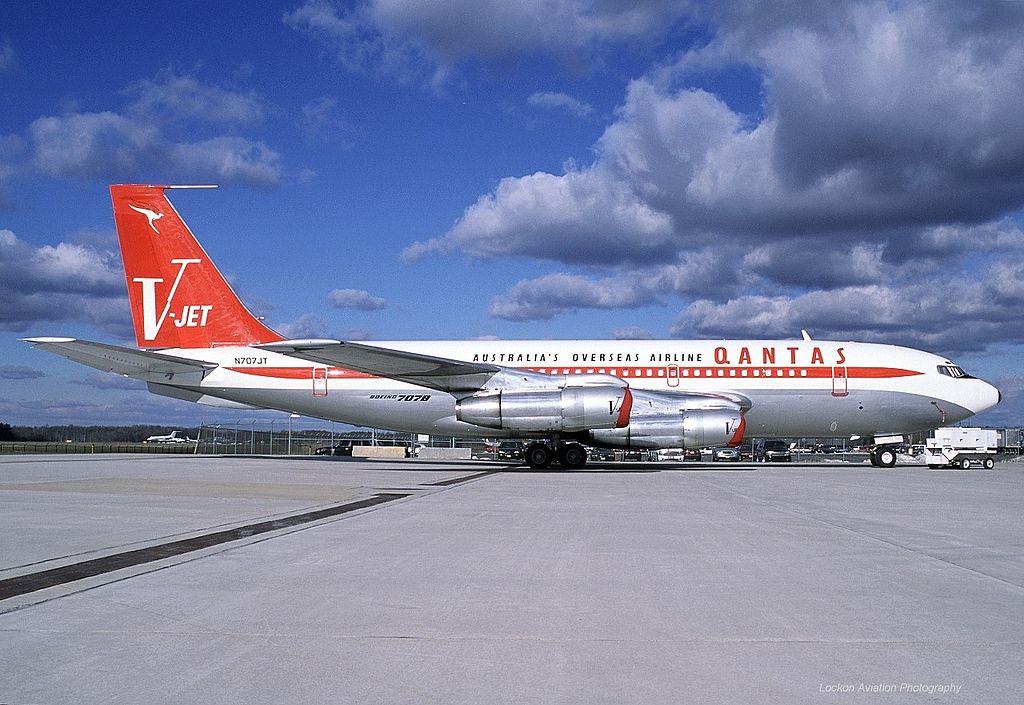 File:Boeing 707-138B, Qantas (John Travolta) AN0319503.jpg ...
