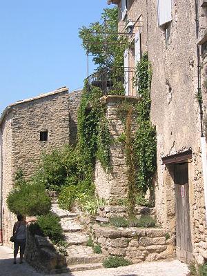 Village perché - A house at Bonnieux
