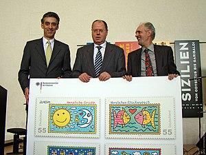 Deutsch: Übergabe von neu verausgabten Briefma...