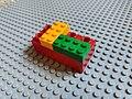 Briques de Lego et Duplo empilées .jpg