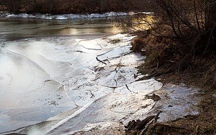 Broken ice on Holma Millpond 9.jpg