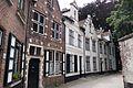 Bruges row houses (29299092366).jpg