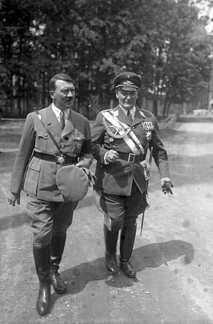 ¤ TOPIC OFFICIEL ¤ [V1933] - Page 3 419px-Bundesarchiv_Bild_102-16004%2C_Adolf_Hitler_mit_Hermann_G%C3%B6ring