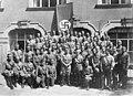 Bundesarchiv Bild 146-1972-061-28, Adolf Hitler mit 1. Lehrgang RFS.jpg