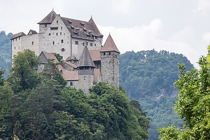 How to get to Burg Gutenberg with public transit - About the place