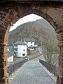 Burg Hengebach - Blick durchs Burgtor - panoramio.jpg