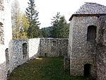 File:Burg Klingenstein, Innenhof 2.jpg