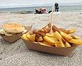 Burger on the beach. (42210113260).jpg