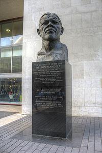 Bust of Nelson Mandela, South Bank.jpg