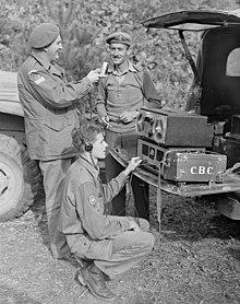 CBC war correspondents Normand Eaves, holding the microphone, and Norman McBain... - Le correspondant de guerre Normand Eaves, au micro, et Norman McBain....jpg