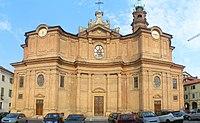 Carignano - facciata del Duomo dei S.S. Giovanni Battista e Remigio.jpg