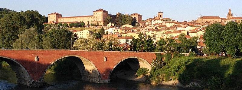 File:Castello di Moncalieri visto dal fiume PO.JPG