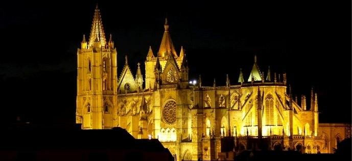 Catedral de León iluminada