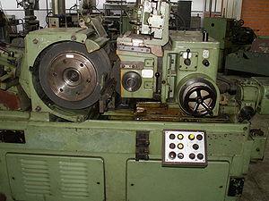 Cylindrical grinder - Centerless cylindrical grinder