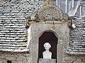Château de Tocqueville - Buste d'Alexis de Tocqueville dans une niche des communs.JPG