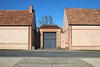 Château de la Mormaire à Grosrouvre en 2014 03.jpg